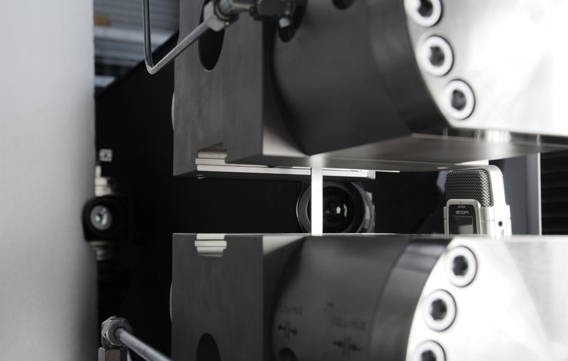 IMG_6461-Zugpruefung-Maschine-Carbon-Zerreissprobe